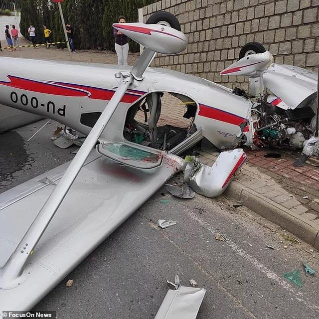 """""""Thót tim"""" cảnh phi công và khách thoát chết khi máy bay rơi xuống đường - 3"""