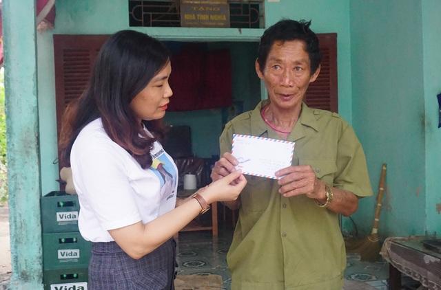 Những người vợ liệt sĩ rưng rưng xúc động nhận quà giúp đỡ của báo Dân trí - 4