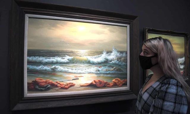 Bộ ba bức tranh khắc họa cảnh biển đạt mức giá 66 tỷ đồng - 1