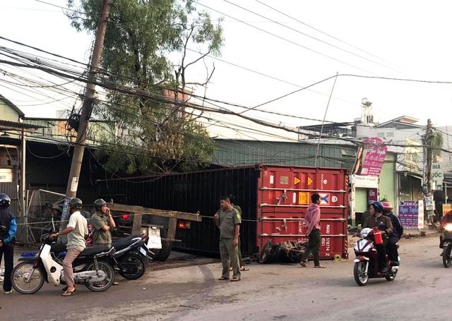 """Xe container """"đại náo"""" đường phố, 1 người bị thùng xe rơi xuống đè chết - 1"""