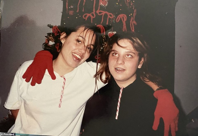 Bạn có nhận ra đây là ảnh chụp thời niên thiếu của ngôi sao nào? - 6