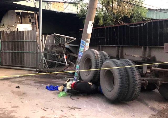 """Xe container """"đại náo"""" đường phố, 1 người bị thùng xe rơi xuống đè chết - 3"""