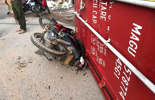 Xe container cán chết người đàn ông rồi bỏ chạy - 4