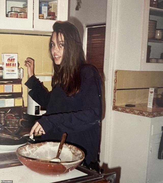 Bạn có nhận ra đây là ảnh chụp thời niên thiếu của ngôi sao nào? - 2