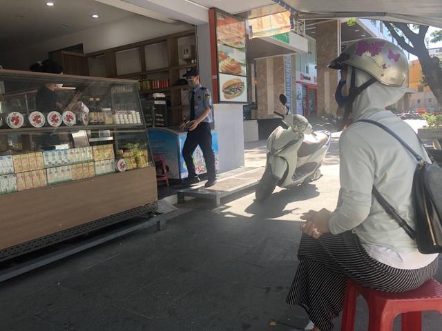 Phòng dịch Covid-19, hàng quán ở Đà Nẵng chỉ bán cho khách mang về - 3
