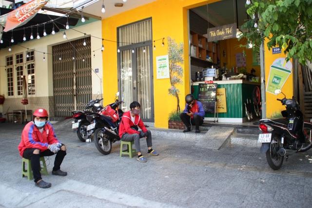 Phòng dịch Covid-19, hàng quán ở Đà Nẵng chỉ bán cho khách mang về - 4