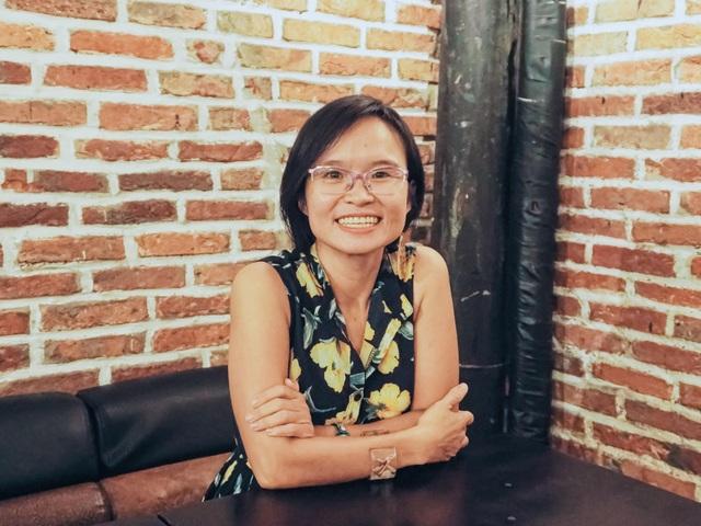Dịch Covid-19, nữ giảng viên ở Đà Nẵng ra mắt sách... qua màn hình - 2