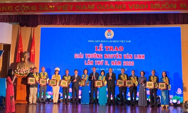 10 cán bộ Công đoàn xuất sắc nhận Giải thưởng Nguyễn Văn Linh lần 2 - 1