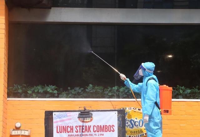 Ca bệnh Covid-19 là nhân viên giao bánh pizza ở Hà Nội diễn biến nặng - 1