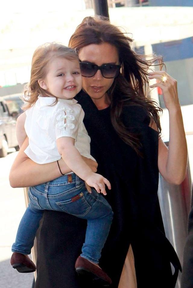 """""""Công chúa nhà Beckham"""" đã lớn và biết làm điệu như thế này... - 1"""