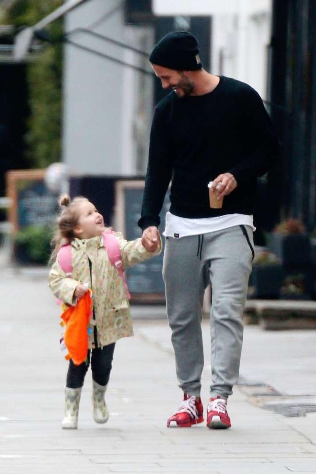"""""""Công chúa nhà Beckham"""" đã lớn và biết làm điệu như thế này... - 6"""