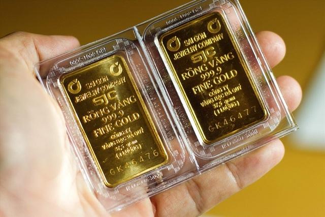 Giá vàng SJC tăng vọt, cao hơn thế giới 3 triệu đồng/lượng - 1