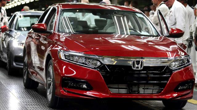 Honda bắt nhân viên văn phòng xuống lắp ráp xe - 1