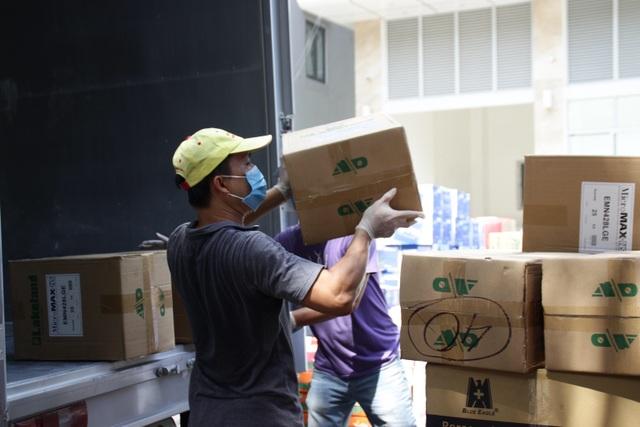 Những tấn hàng nghĩa tình tiếp viện 3 bệnh viện ở Đà Nẵng - 3