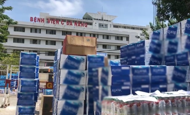 Những tấn hàng nghĩa tình tiếp viện 3 bệnh viện ở Đà Nẵng - 1