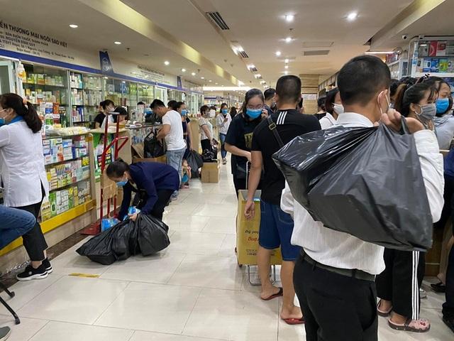 Giá khẩu trang tăng vùn vụt sau công bố người nhiễm Covid-19 tại Hà Nội - 1