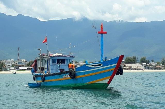 9 người theo tàu cá vượt biển, lén lút rời Đà Nẵng - 2