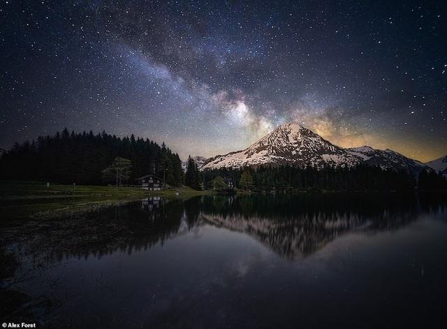 Mê hoặc với bộ ảnh lãng mạn về bầu trời lấp lánh sao đêm ở châu Âu - 2