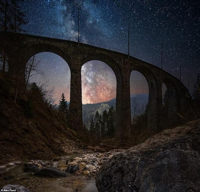 Mê hoặc với bộ ảnh lãng mạn về bầu trời lấp lánh sao đêm ở châu Âu - 4