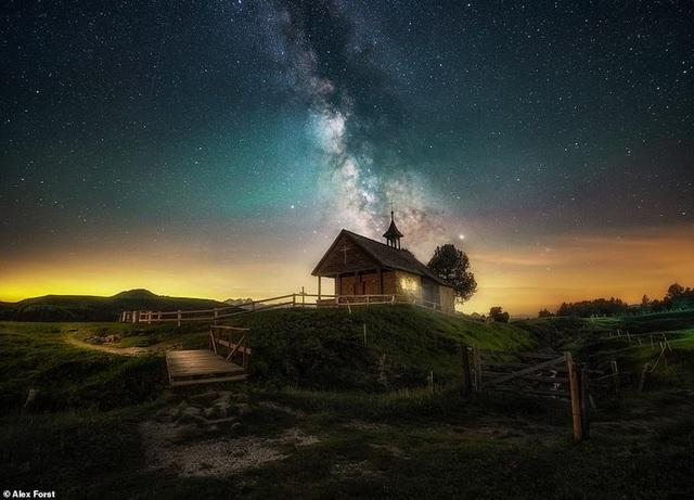 Mê hoặc với bộ ảnh lãng mạn về bầu trời lấp lánh sao đêm ở châu Âu - 8