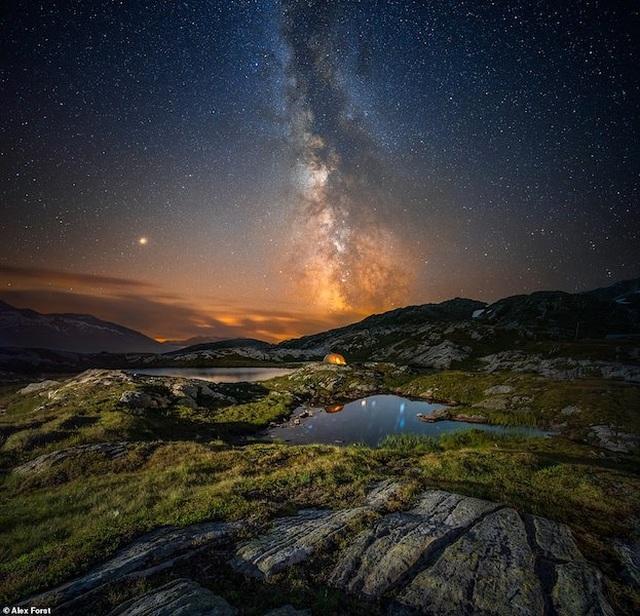 Mê hoặc với bộ ảnh lãng mạn về bầu trời lấp lánh sao đêm ở châu Âu - 9