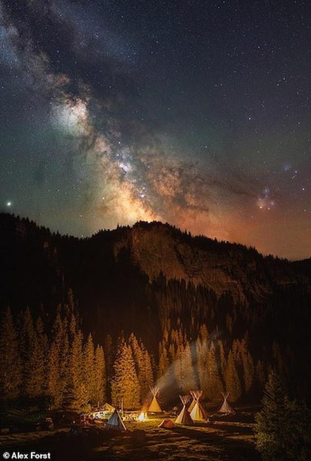 Mê hoặc với bộ ảnh lãng mạn về bầu trời lấp lánh sao đêm ở châu Âu - 12