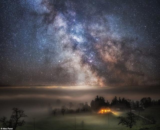 Mê hoặc với bộ ảnh lãng mạn về bầu trời lấp lánh sao đêm ở châu Âu - 14