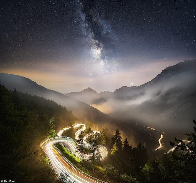 Mê hoặc với bộ ảnh lãng mạn về bầu trời lấp lánh sao đêm ở châu Âu - 16
