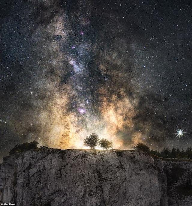 Mê hoặc với bộ ảnh lãng mạn về bầu trời lấp lánh sao đêm ở châu Âu - 17