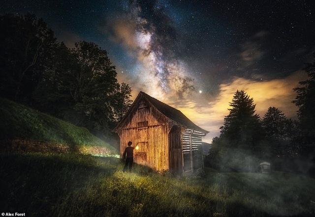 Mê hoặc với bộ ảnh lãng mạn về bầu trời lấp lánh sao đêm ở châu Âu - 18
