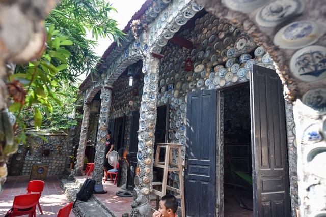 Độc nhất vô nhị ngôi nhà gắn hơn 10.000 bát, đĩa cổ ở Vĩnh Phúc - 15
