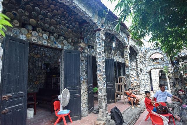 Độc nhất vô nhị ngôi nhà gắn hơn 10.000 bát, đĩa cổ ở Vĩnh Phúc - 11
