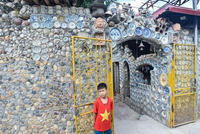 Độc nhất vô nhị ngôi nhà gắn hơn 10.000 bát, đĩa cổ ở Vĩnh Phúc - 9
