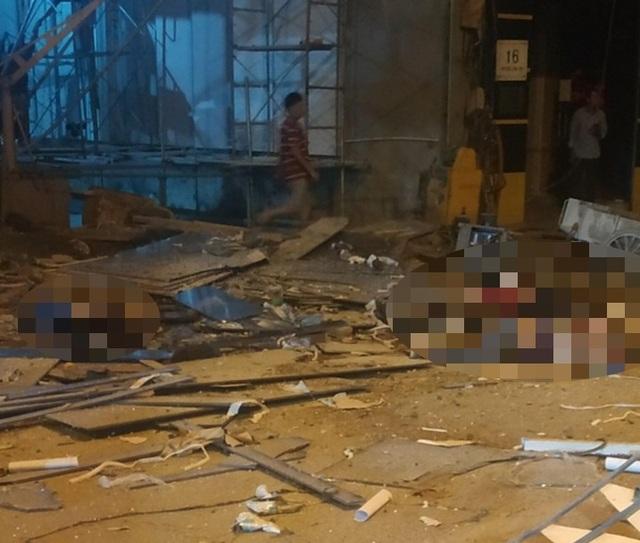 Hà Nội: Sập giàn giáo trên phố Nguyễn Công Trứ, 4 người thương vong - 1