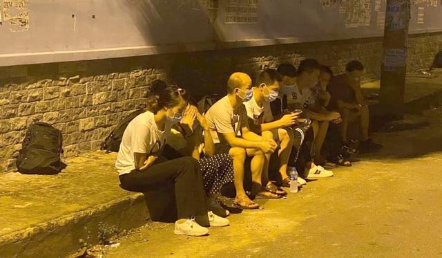 Gần 20 người Trung Quốc bỏ chạy tán loạn khi thấy công an - 1