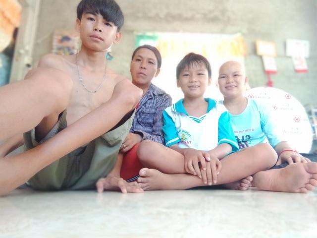 Bạn đọc giúp đỡ gia đình có 3 con mắc bệnh hiểm nghèo gần 200 triệu đồng - 1