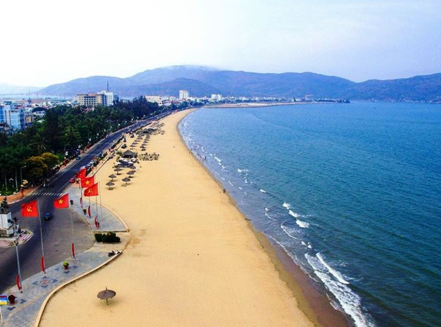 """Chấn chỉnh việc thu phí dịch vụ """"bất hợp lý"""" ở bãi biển Quy Nhơn - 2"""