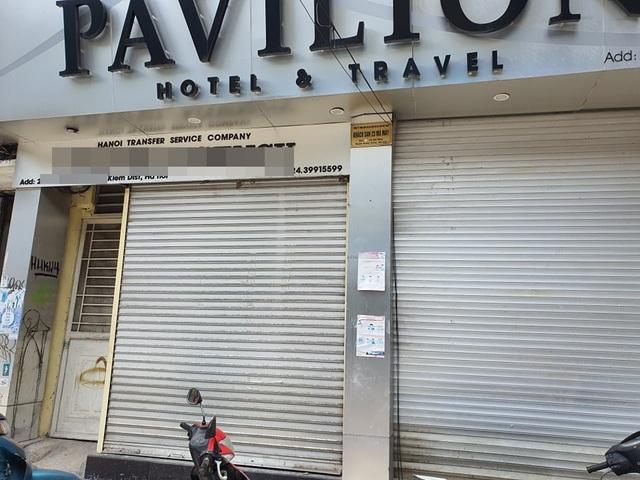 Treo biển giảm giá 70%, phố khách sạn từng sầm uất nhất Hà Nội vẫn... ế - 1