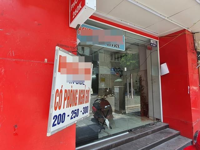 Treo biển giảm giá 70%, phố khách sạn từng sầm uất nhất Hà Nội vẫn... ế - 4