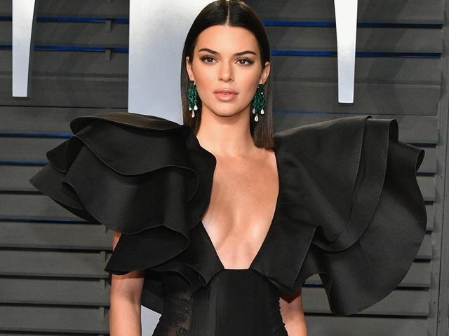 Kendall Jenner: Nhan sắc kiêu sa nhất trong các chị em nhà Kardashian - 4