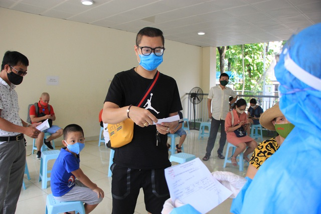 Hà Nội: Người về từ Đà Nẵng hối hả đi xét nghiệm Covid-19 - 11