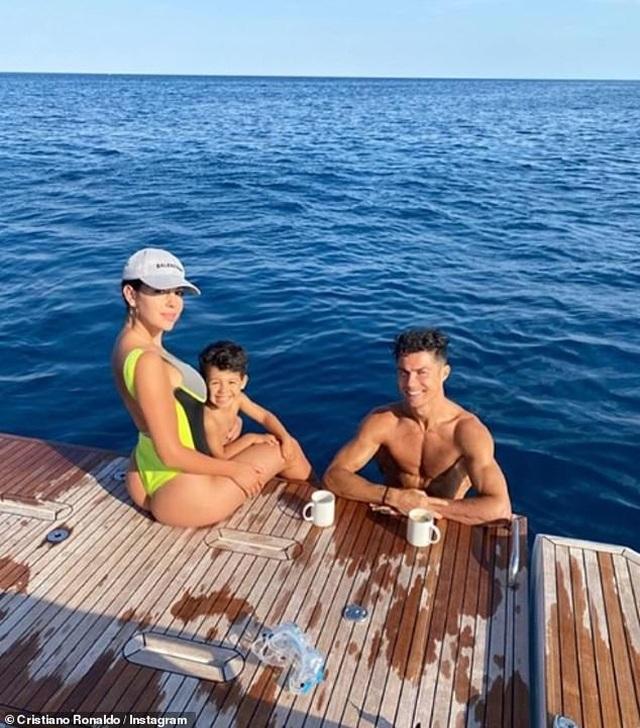 Ngắm du thuyền 165 tỷ đồng nơi Cristiano Ronaldo đang nghỉ hè bên gia đình - 6