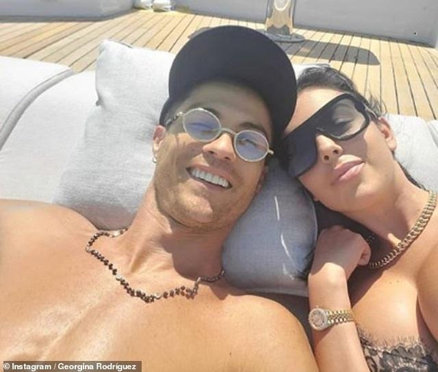 Ngắm du thuyền 165 tỷ đồng nơi Cristiano Ronaldo đang nghỉ hè bên gia đình - 10
