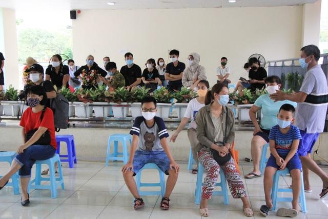Hà Nội: Người về từ Đà Nẵng hối hả đi xét nghiệm Covid-19 - 9