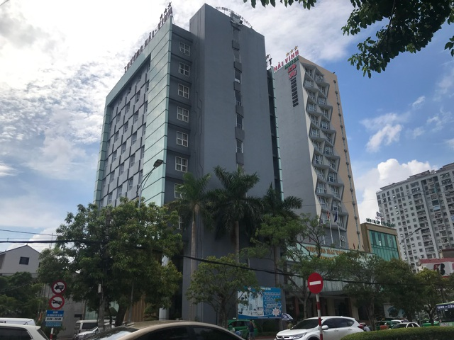 Theo mẹ đến khách sạn làm việc, bé 5 tuổi rơi từ tầng 9 tử vong - 1