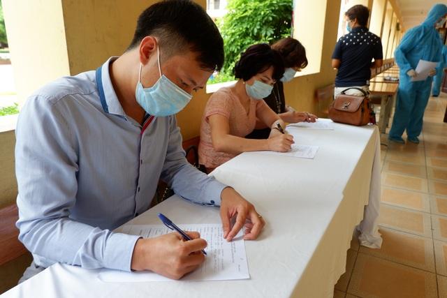 Hà Nội: Lượng người đến xét nghiệm nhanh Covid-19 tăng vọt so với thống kê - 8