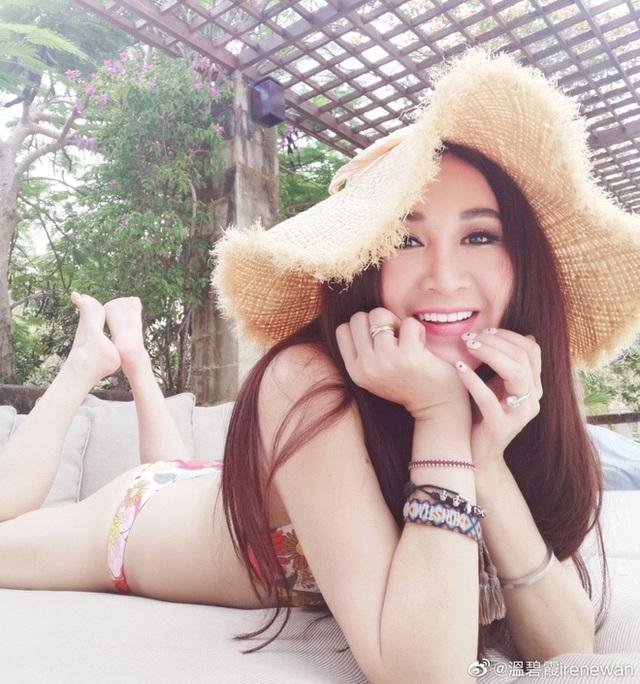 """""""Phan Kim Liên"""" Ôn Bích Hà gợi cảm đón tuổi 54 - 12"""