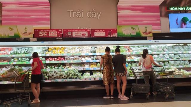 Hà Nội: Hàng hoá đầy kệ, giá cả không biến động sau tin dữ Covid-19 - 5