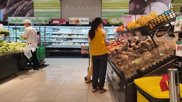 Hà Nội: Hàng hoá đầy kệ, giá cả không biến động sau tin dữ Covid-19 - 7