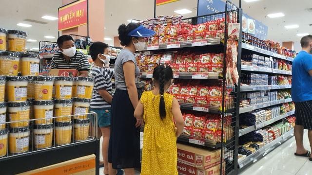 Hà Nội: Hàng hoá đầy kệ, giá cả không biến động sau tin dữ Covid-19 - 2